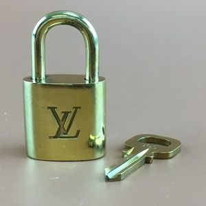 Preowned LV Gold Brass Lock and Key Set #305
